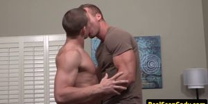 Wellbuilt Hunk Cumdrenched By Stud