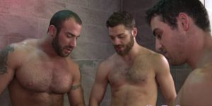 Muscled Hunk Studs Drench Dude In Jizz