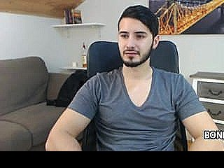 Handsome Gay Guy Does A Cam Broadcast
