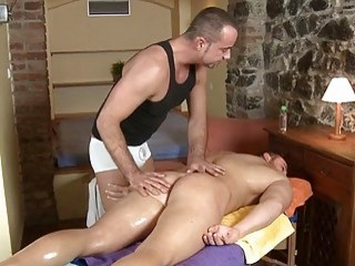 Dude Is Capturing Gays Attention With Oral Sex